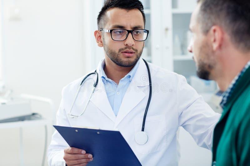 Paciente encouraging imágenes de archivo libres de regalías