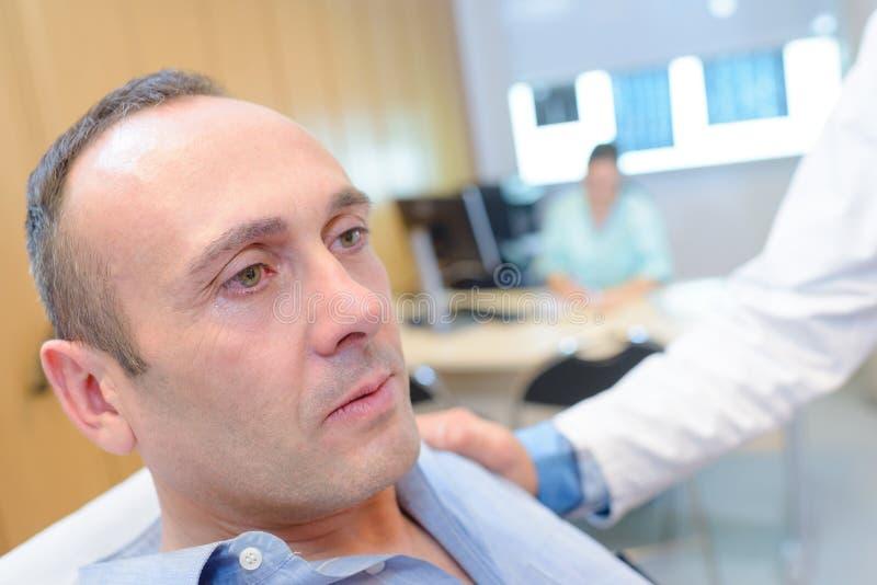 Paciente enfermo en chequeo fotografía de archivo libre de regalías