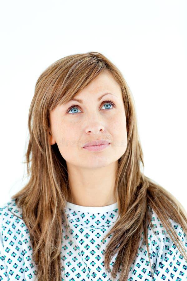 Paciente femenino mórbido que mira hacia arriba imagenes de archivo