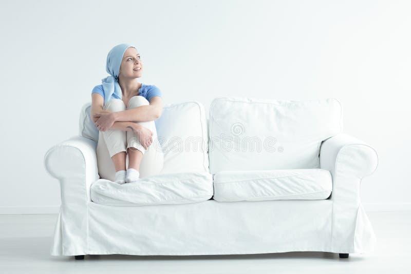 Paciente que sofre de câncer feliz