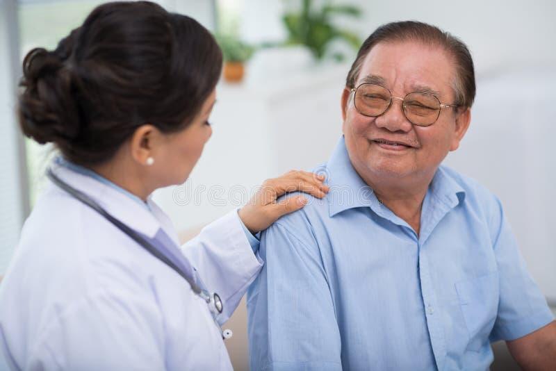 Paciente que tranquiliza fotografía de archivo libre de regalías