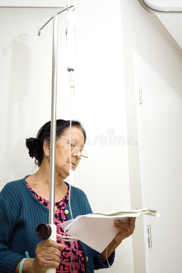 Paciente sênior no tratamento do inpatient imagem de stock
