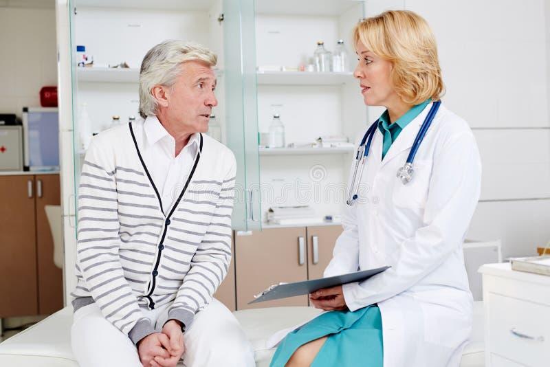 Paciente y doctor imagen de archivo