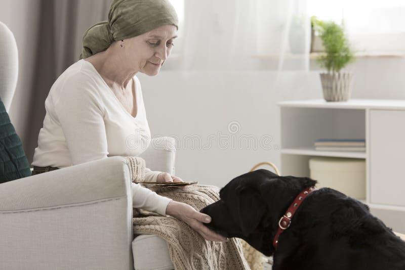 Pacjent z nowotworem gojenie od choroby fotografia stock