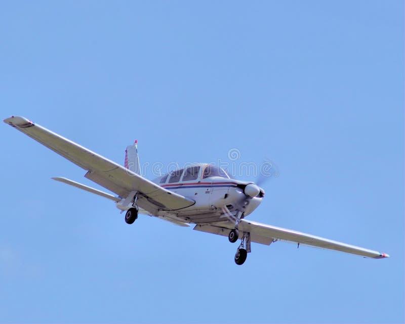 Packa ihop privat flygplan på inställning royaltyfri foto
