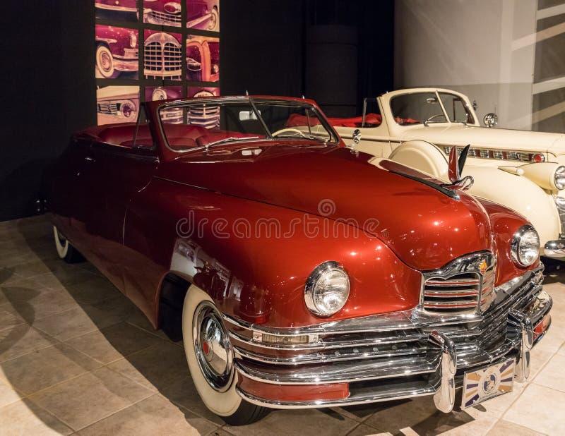 Packard oito 1948 feitos sob encomenda Victoria convertível na exposição no museu em Amman, a capital do carro do rei Abdullah II imagem de stock royalty free