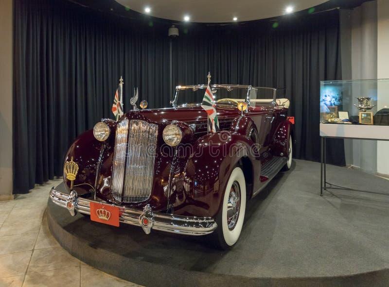 Packard tolv, Dubbel-kåpa Phaeton 1938, kropp vid Rollston på utställningen i bilmuseet för konung Abdullah II i Amman, capitaen arkivbilder