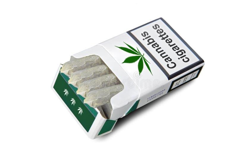 Packe av cigaretter royaltyfria bilder