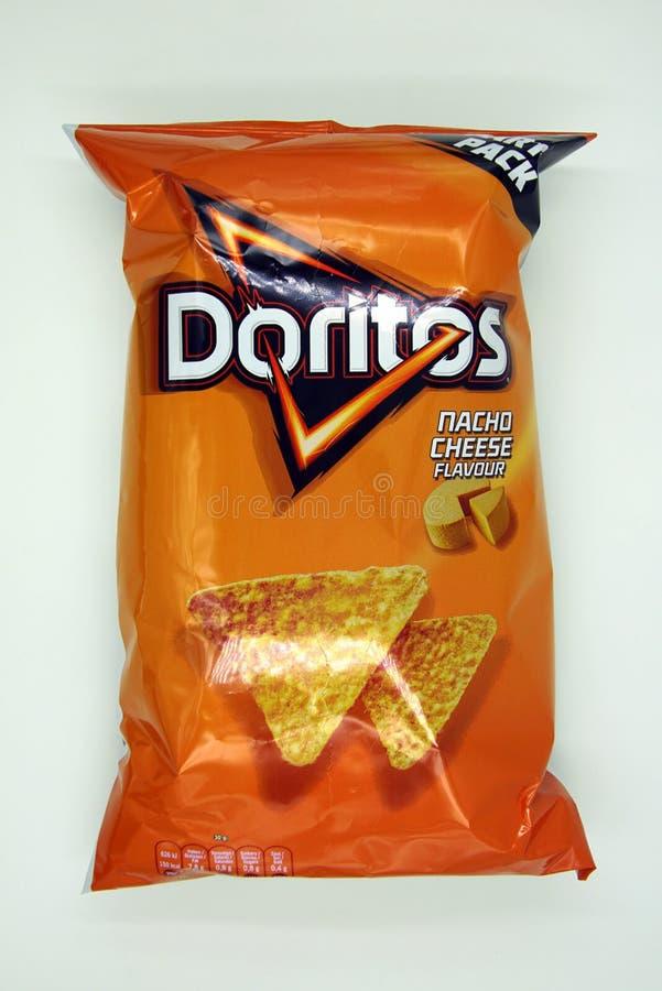Packe av Doritos Maischips Nacho Cheese Flavour arkivbild