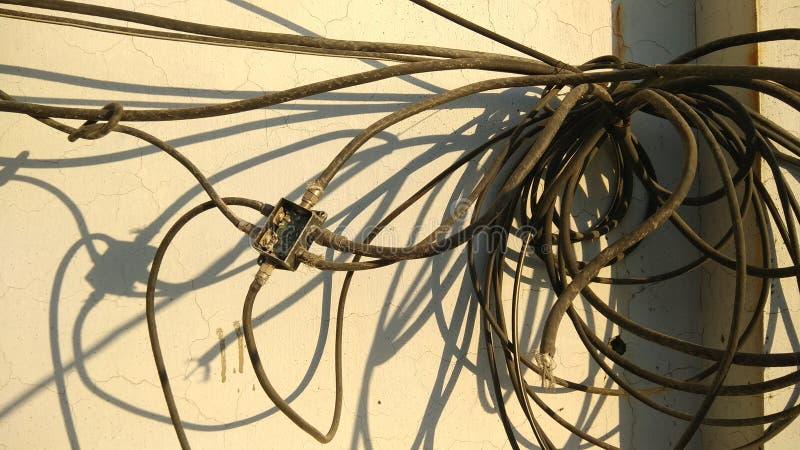 Packe av intrasslade kablar royaltyfri foto