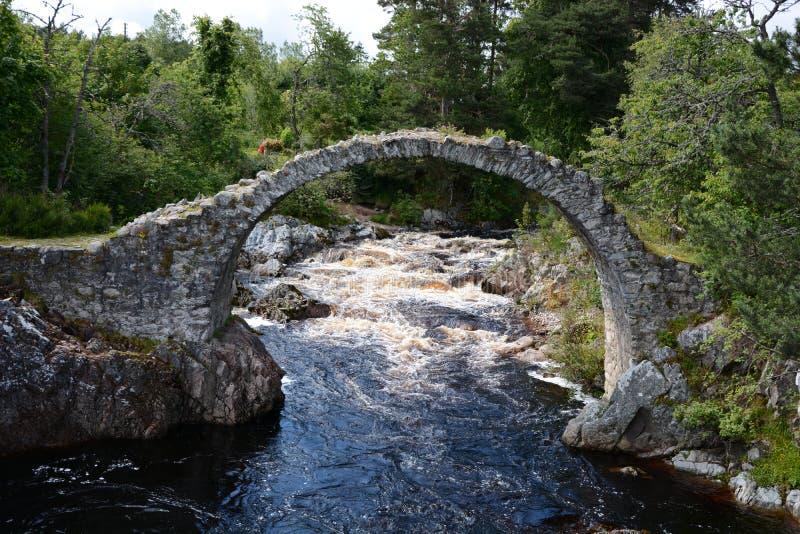 """Packpferd-Brücke Carrbridge-†""""Wasser-Detail stockfotos"""