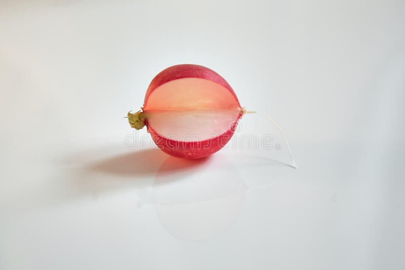 pacman cor-de-rosa brilhante do rabanete no fundo branco fotos de stock royalty free