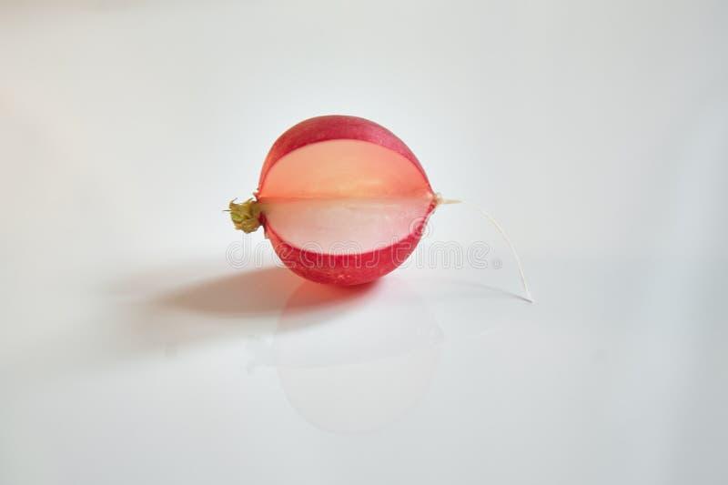 pacman rosa luminoso del ravanello su fondo bianco fotografie stock libere da diritti