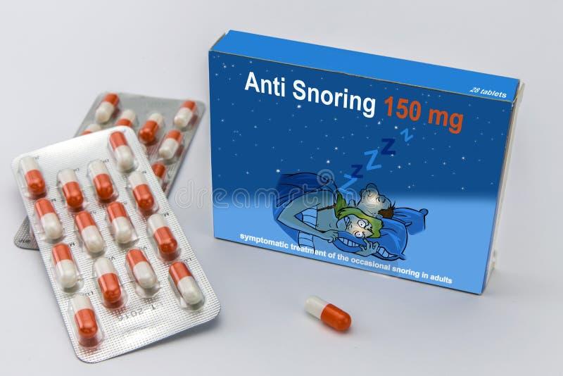 Pacote aberto da medicina etiquetado anti ressonar aberto em uma extremidade a fotos de stock