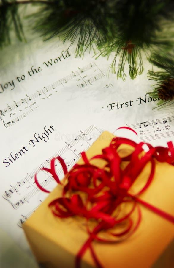 Pacote com música de folha do Natal foto de stock royalty free