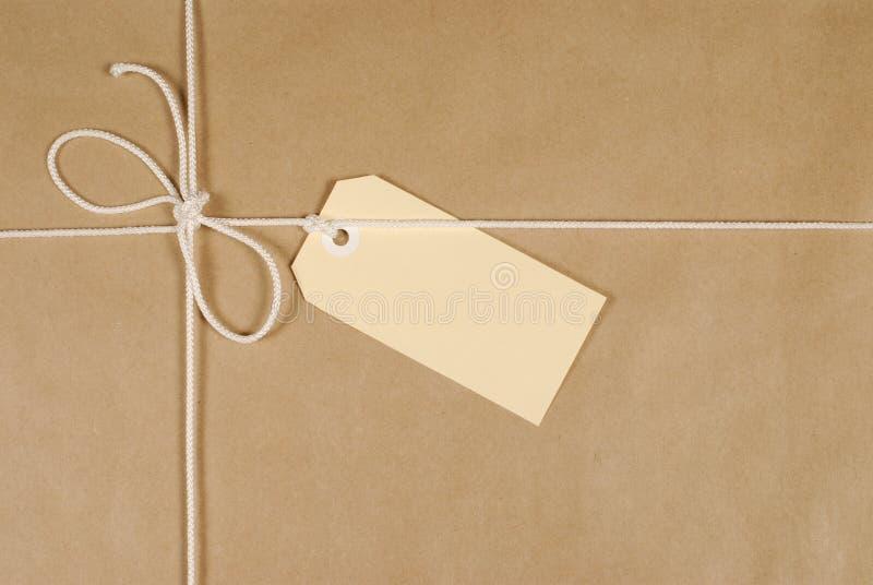 Pacote de Brown com corda imagem de stock royalty free