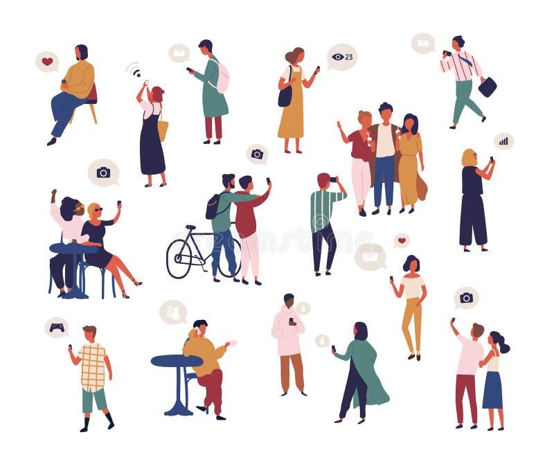 Pacote de povos que verificam meios sociais, tomando o selfie, tentando travar o sinal do wifi com smartphone Coleção dos homens ilustração stock