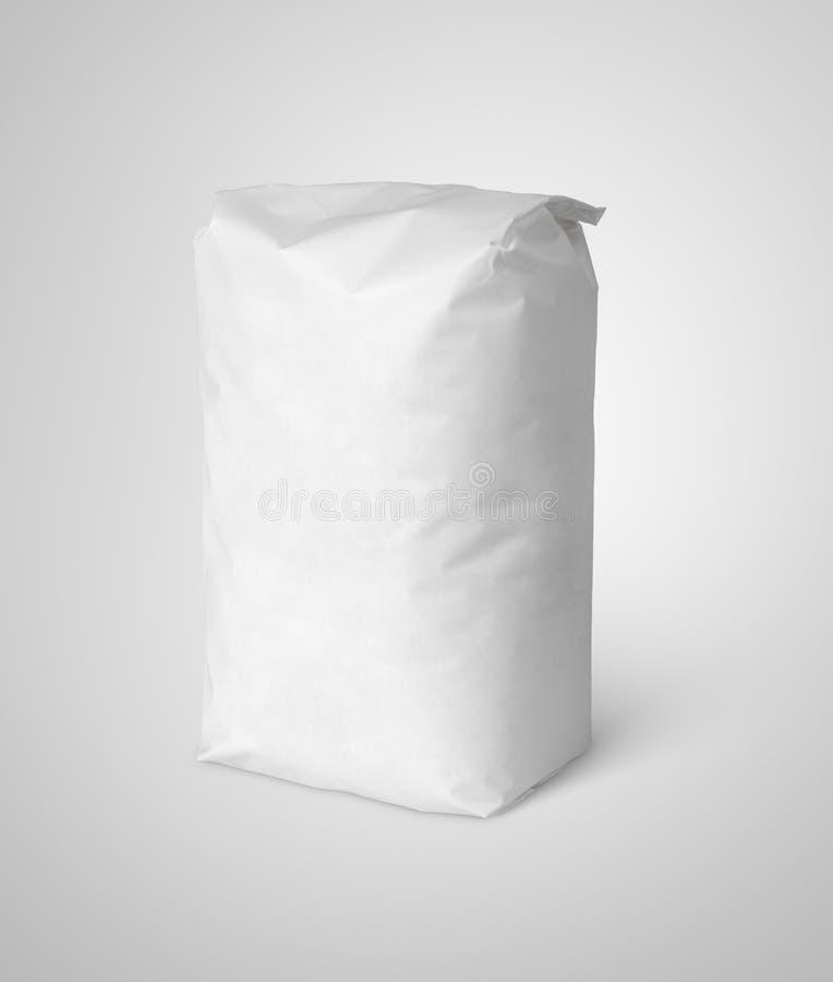 Pacote vazio branco do saco de papel da farinha no cinza foto de stock royalty free