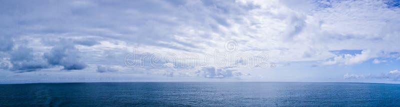 Pacyficznego oceanu waterscapes panorama blisko Alaska obrazy royalty free