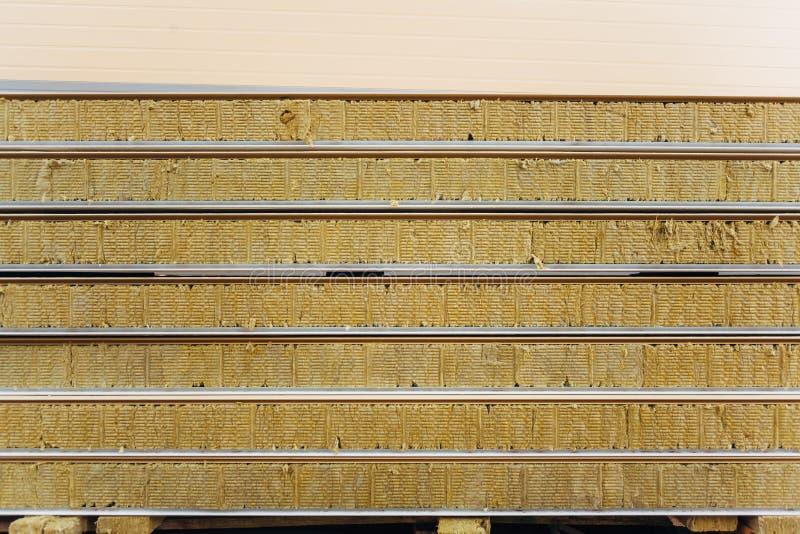 Paczka kanapka panelu podtrzymywalny izolujący przygotowywający dla ściennego budynku obraz royalty free