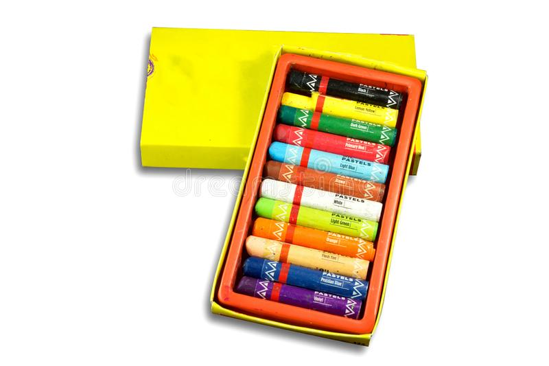 Paczka nafciany pastelowy kolor z imieniem kolory dla rysować na białym tle zdjęcia stock