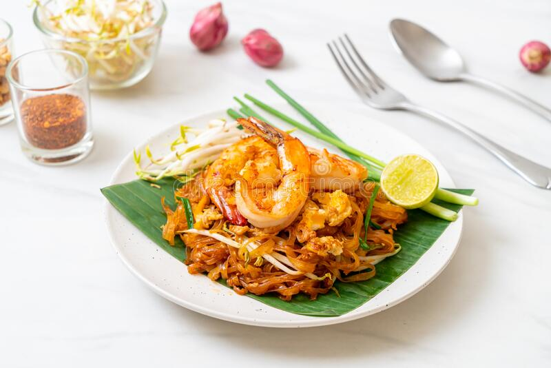 Pad Thai - жареная рисовая лапша стоковая фотография rf