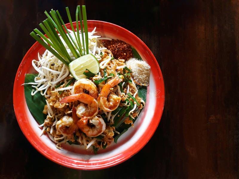 Pad Thai,a жареная рисовая лапша с различными дополнительными ингредиентами стоковое изображение