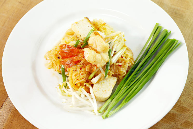 Download Pad thai stock image. Image of shrimp, peanut, bean, green - 19499381