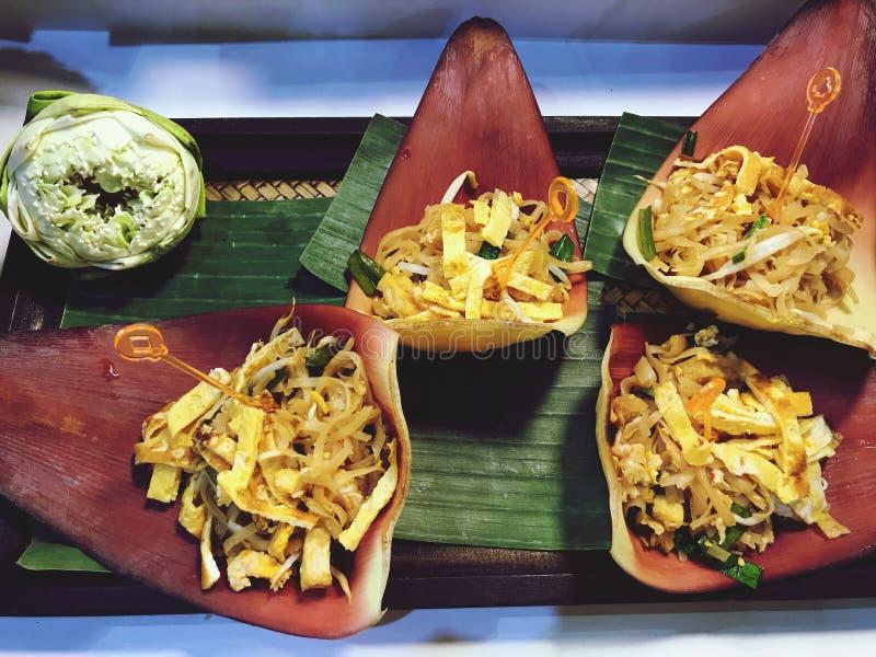 Pad Thai Goong Sod Fried Rice Sticks com Camarão imagem de stock