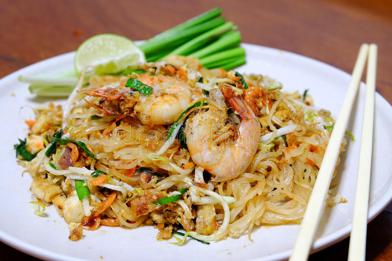 Pad Thai Kung Sod. STIR-FRIED RICE NOODLE WITH PRAWNS stock photo