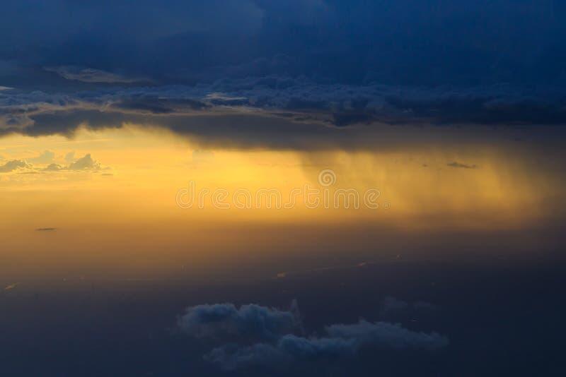 Padać obłocznego niebo obraz stock