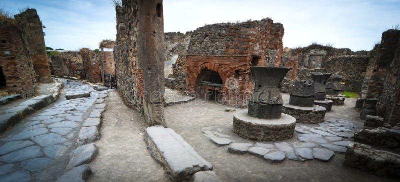 Padaria antiga em ruas de Pompeii fotos de stock