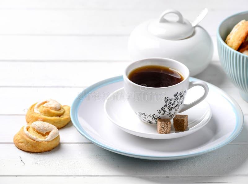 Padaria caseiro tradicional servida com café imagem de stock