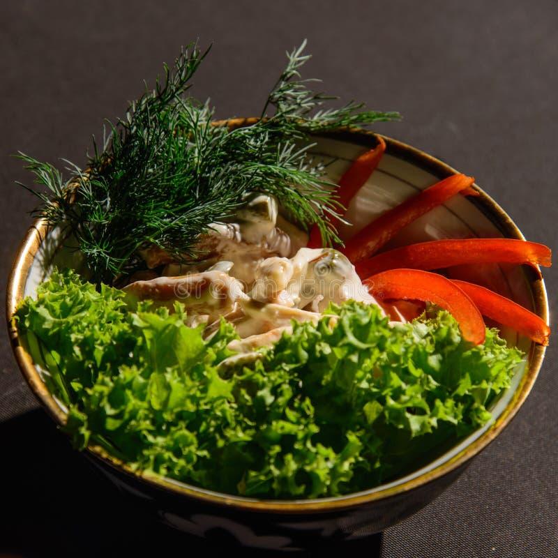 Paddestoelen, vlees en sommige groenten royalty-vrije stock afbeeldingen