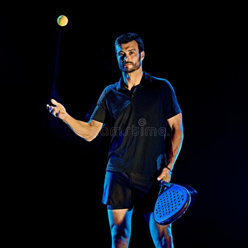 Paddle gracza w tenisa mężczyzny światła obraz odizolowywał czarnego tło zdjęcia stock