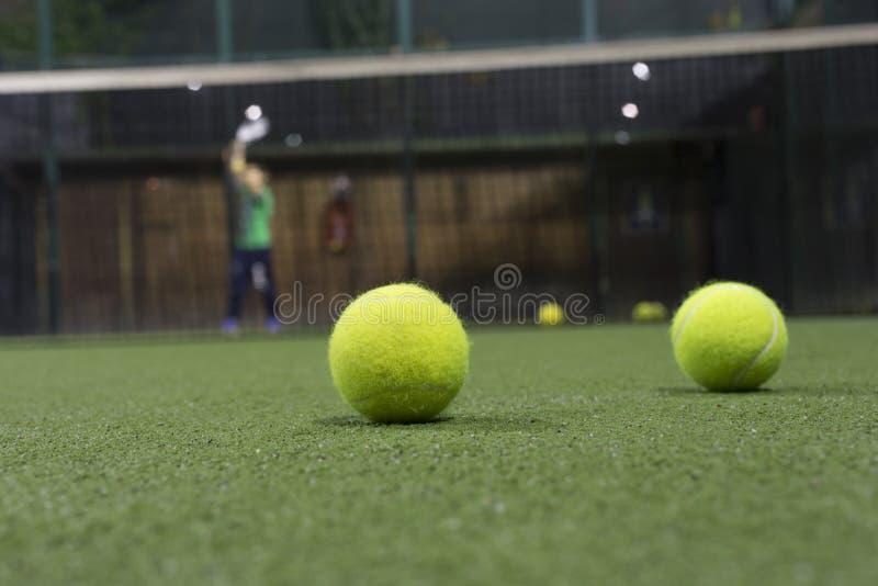 Paddle piłka w astroturf sądzie zdjęcia stock