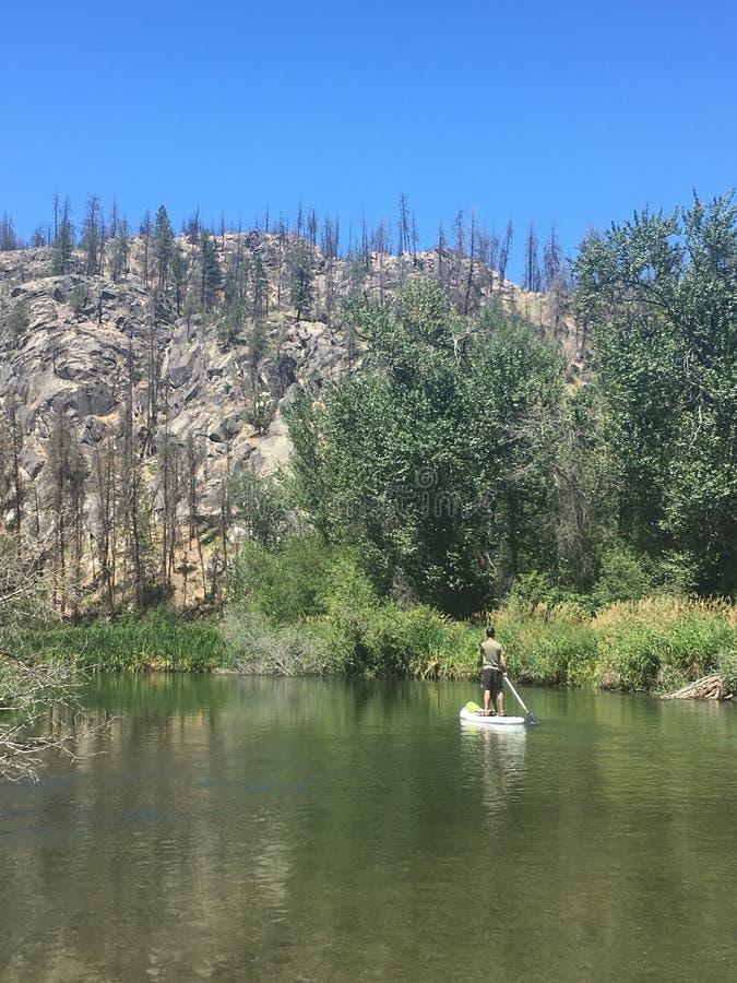 Paddle wsiada małą Spokane rzekę obrazy royalty free