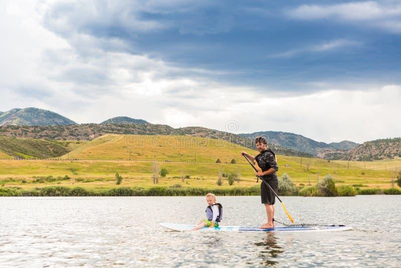 Paddleboarding royalty-vrije stock afbeeldingen