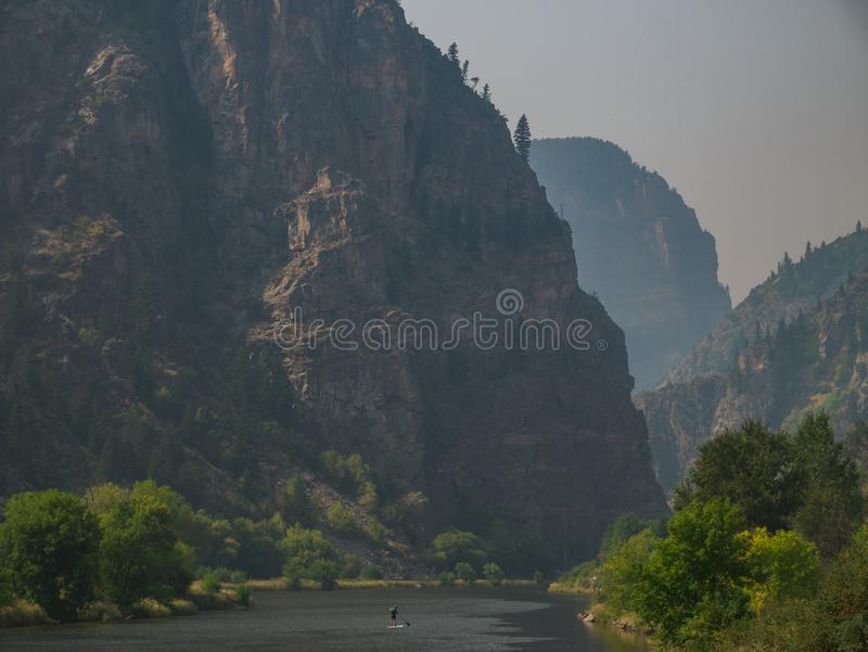 Paddleboarding Glenwood kanjon royaltyfri bild
