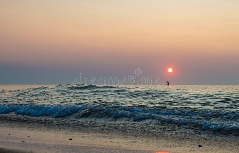 Paddleboards восхода солнца стоковая фотография