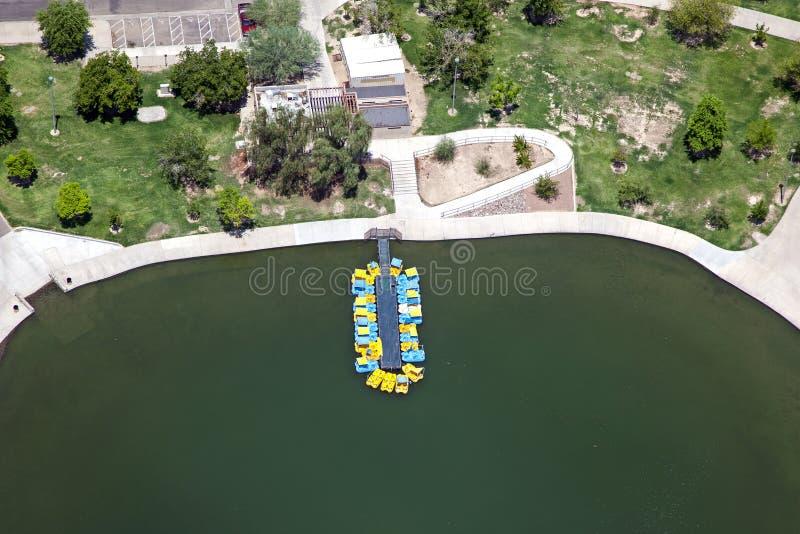 Paddleboats на озере стоковые фотографии rf