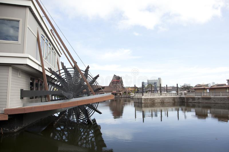 Paddlefishdampfschiff an Disney-Frühlingen stockfoto