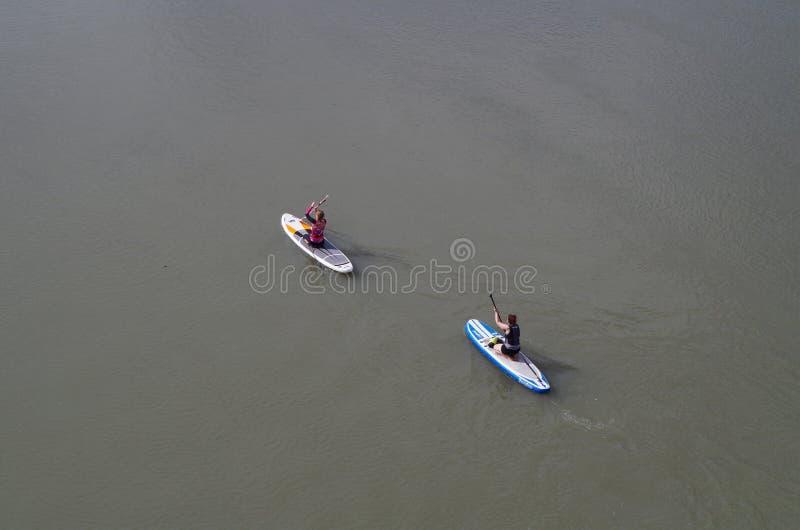 Paddlers στον ποταμό στοκ εικόνες με δικαίωμα ελεύθερης χρήσης