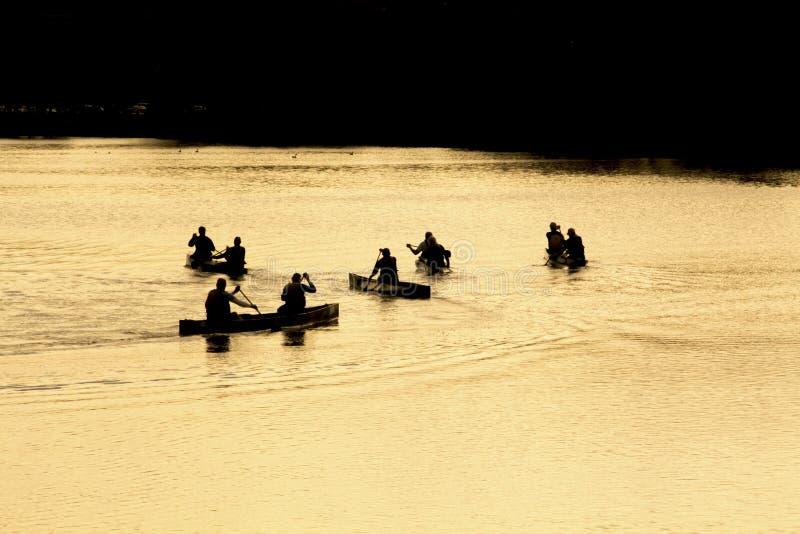 Paddlers en Charles River, Waltham, mA de la canoa fotos de archivo libres de regalías