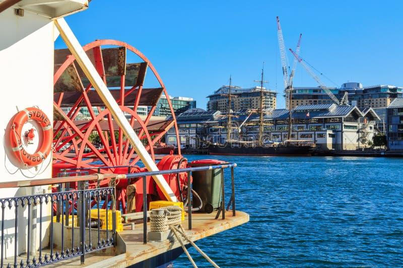 Paddlewheeler und Großsegler, Darling Harbour, Sydney, Australien lizenzfreie stockfotografie