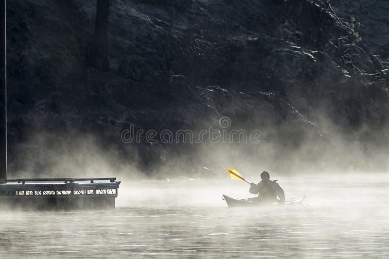 Paddling blisko doku zdjęcie royalty free