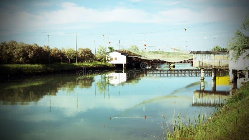 Padellone-Fischenhütten in PO-Delta, Italien stockfotos