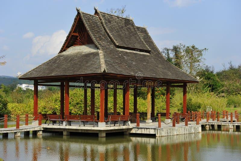 Padiglione del giardino del cinese tradizionale immagine stock libera da diritti
