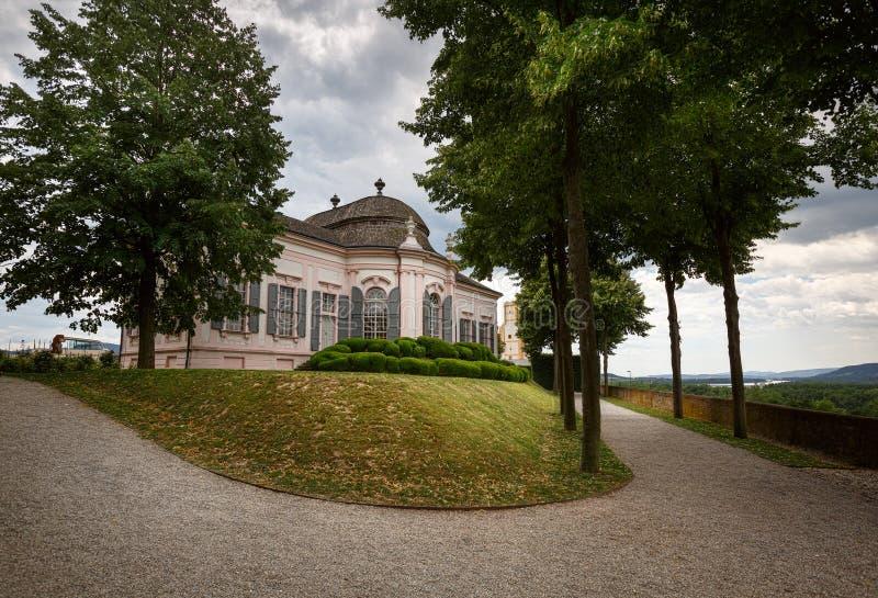 Padiglione del giardino dello XVIII secolo nel parco dell'abbazia di Melk Melk, Niederösterreich fotografie stock