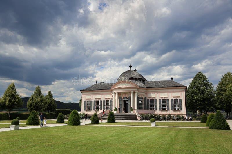 Padiglione del giardino dello XVIII secolo nello stile barrocco nel parco dell'abbazia di Melk Melk, Niederösterreich fotografie stock libere da diritti